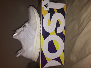 All white ultraboost size 7
