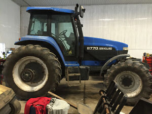 New Holland 8770 Tractor - 4X4 Supersteer