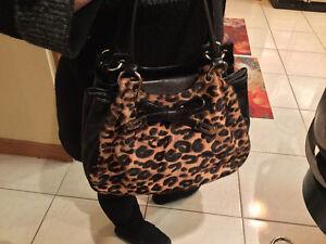 "Red Leatherette ""L CREDI"" Design Handbag Oakville / Halton Region Toronto (GTA) image 6"