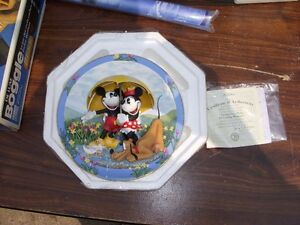 $50 OBO VINTAGE 1998 MICKEY MOUSE DISNEY COLLECTIBLE PLATE London Ontario image 1