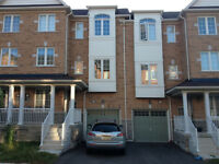 1750$ 3 Bedroom Townhouse for rent, Richmond Hill, Yonge & King