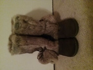 Ladies Genuine Leather Moccasins Boots 7.5 -New
