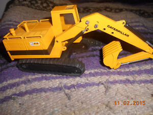 1/50 scale caterpillar diecast Kitchener / Waterloo Kitchener Area image 1