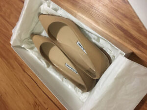Selling MB shoes classic nude color