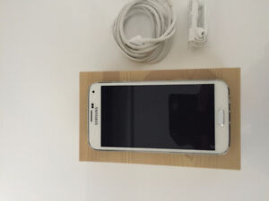 16GBs Samsung S5 with One Brand-New Folding Case for Sale!!