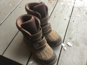 GEOX size US 3.5 and Sorel size 8 (toddler) boots new condition