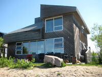Lakefront Contemporary Open Concept Cottage in Willow Is., Gimli