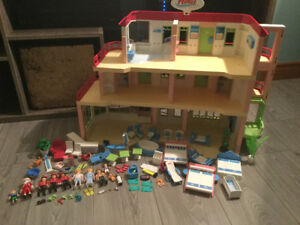 Retired Playmobil 5265 large hotel with bonus hotel suite 5269
