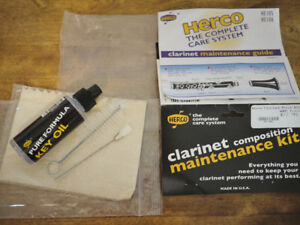 Woodwind (Clarinet) cleaning kit  comes with spare reeds
