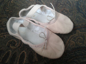 Girls size 9.5 ballet shoes