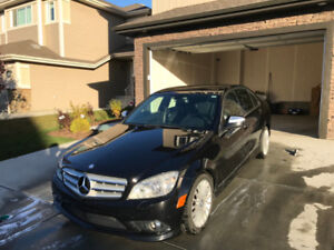 Fully loaded AWD Mercedes-Benz C350 4 Matic, Only 129000KM