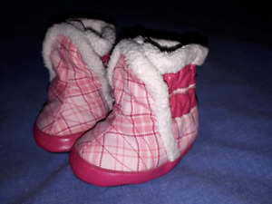 Sweet Baby Girls Pink Robeez Boots Size 0-6mts EUC