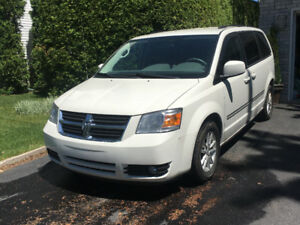 2009 Dodge Grand Caravan SXT Swivel N'Go, excellente condition !