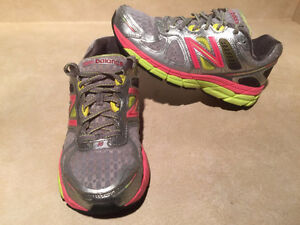 Women's New Balance 860 V4 Abzorb Running Shoes Size 7.5 London Ontario image 5