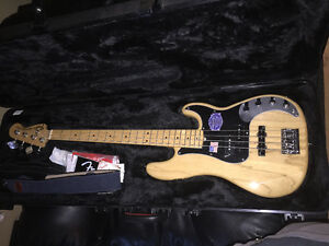 American Deluxe Fender Bass new