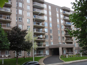 ANJOU CONDO LATELLA 7e + GARAGE