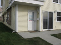 2 bedroom, 1 bath condo with laundry in Johnstone! only $1125