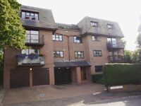 2 bedroom flat in Canterbury Court, GOLDERS GREEN, NW1