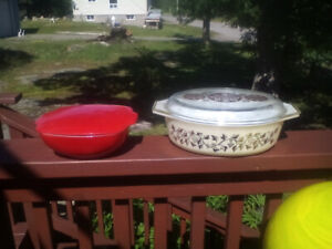 13 vintage pyrex mixing bowls 40.00 takes them all