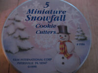 NEW: COOKIE CUTTERS - 2 SETS (CHRISTMAS AND FALL LEAVES)