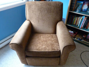 Recliner Armchair - Comfy and in Great Condition