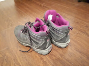 Used Women's Mid-Cut Steel Toe Steel Plate Work Boots