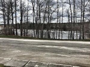 Great Location. House in Kapuskasing with river views
