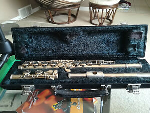Yahama Flute, Model 221, excellent cond. case and stand included