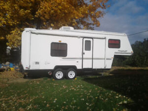 Fifth wheel 523bh flagstaff 2003 4500$ neg.