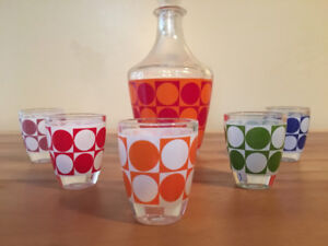 CHRISTMAS! MAKE AN OFFER! Mid-Century Decanter and Shot Glasses