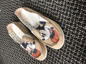 Women's Mickey Mouse Crocs Size 7