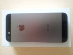 iPhone 5s is in absolute perfect condition locked to Rogers