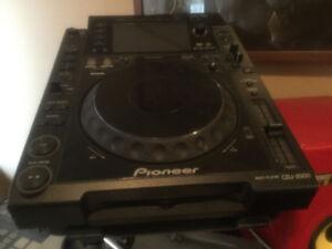 MINT 2xCDJ 2000 and ALLEN & HEATH 32(German made)STANDS+CASES