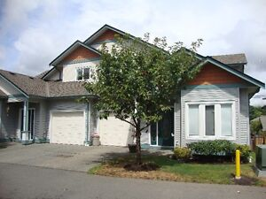 Lovely Townhouse Centrally Located in Duncan!