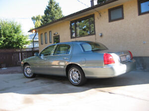 2006 Lincoln Town Car DesignerSeries FOR SALE (only 23,600kms)