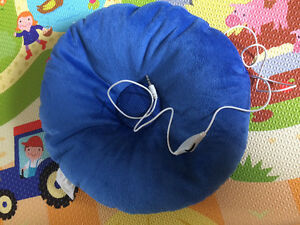 Speaker pillow neck pillow