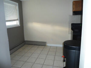 2 BEDROOM CONDO/ DOWNTOWN/ KINGSWAY / NAITE - AVAILABLE ASAP