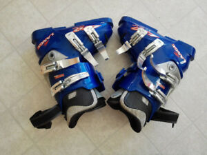 Ski boots - Size 4 for youth