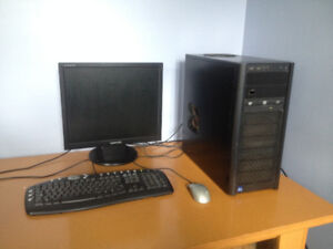 Antec three hundred two ATX mid tower + Samsung syncmaster 920N