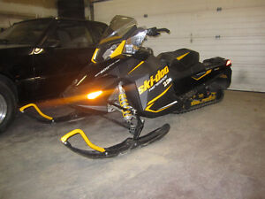 2013 Ski-Doo Rev XP, MX-Z Renegade 600 ETEC, LOW KMS