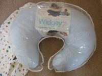 Widgey nursing pillow and baby nest with spare cover from smoke and pet free home