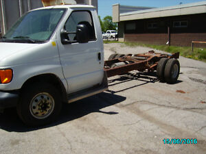 2004 Ford E-Series Cab/Chassis