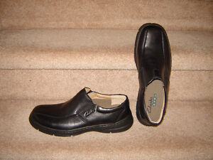 Clarks XTR Lite Shoes - size 9.5W - Leather Upper - Like New