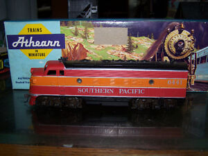 HO Southern Pacific Snub Nose Engine A+