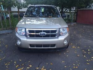 Ford Escape XLT 2012 .
