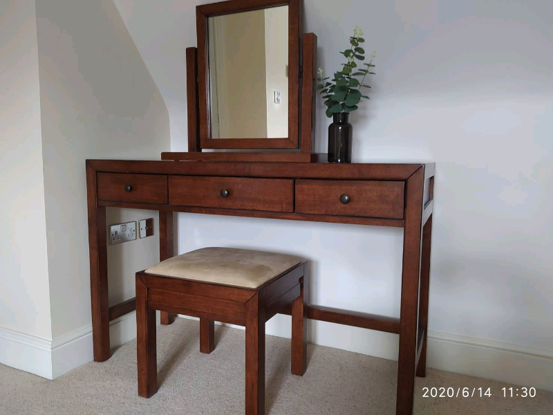 Feathers Black Dressing Table Set With, Mirrored Dressing Table Set Gumtree