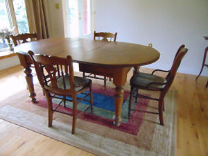 Antique Oak Dining Room Table with Leaf and 5 Chairs
