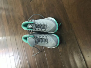 Girls Steph Curry Basketball Shoes. Size 3.5 youth.