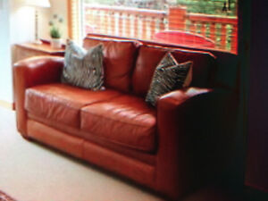 Beautiful Thomasville leather sofa - 3 and  2 seater, recliner!