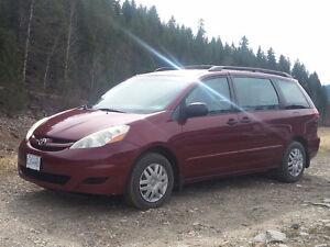 2006 Toyota Sienna Minivan, Van